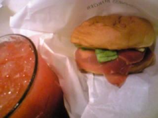 ハモンセラーノサンド&ブラッドオレンジソーダ